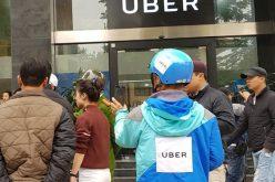Tài xế Uber kéo đến văn phòng ở Hà Nội, hãng khóa cửa