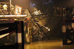 Sập cầu ở Sài Gòn, ôtô và xe máy rơi xuống sông