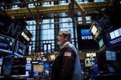 Phố Wall hãm đà tăng, giá vàng quay đầu giảm mạnh sau phát biểu của ông Trump