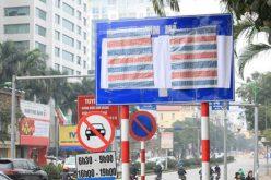 Vì sao Hà Nội dùng nylon dán biển báo giao thông?