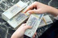'Sếp' ngân hàng nhận lương 300 triệu đồng/tháng