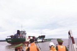 Tặng bằng khen cho cán bộ hải quan về thành tích bắt buôn lậu xăng