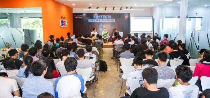 Sinh viên công nghệ tìm hiểu về làn sóng Fintech