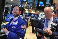 Giới đầu tư tiếp tục đổ tiền vào chứng khoán