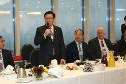 Phó thủ tướng ăn sáng với 25 doanh nghiệp nước ngoài tại Davos