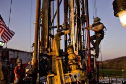 Giá dầu tiếp tục giảm do tín hiệu nguồn cung Mỹ tăng