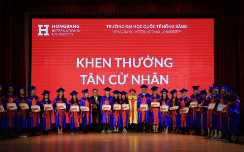 Đại học Quốc tế Hồng Bàng trao bằng tốt nghiệp cho 1543 tân khoa