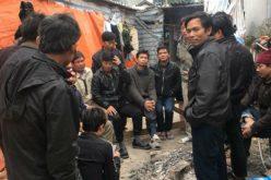 Chủ thầu bỏ trốn, 37 công nhân nghèo không có tiền về quê ăn Tết