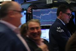 Giới đầu tư lấy lại niềm tin, chứng khoán có tuần khởi sắc