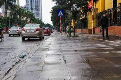 Địa ốc 24h: Hàng loạt tuyến phố Hà Nội tự ý chi tiền tỷ lát đá vỉa hè