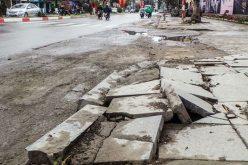 """Nhìn gần các tuyến phố mới lát đá """"bền 70 năm"""" đã vỡ"""
