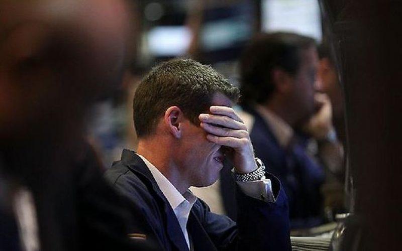 Nhà đầu tư chứng khoán đồng loạt tháo chạy, điều gì đang xảy ra