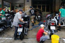 Người Sài Gòn tấp nập đi rửa xe ngày cuối năm