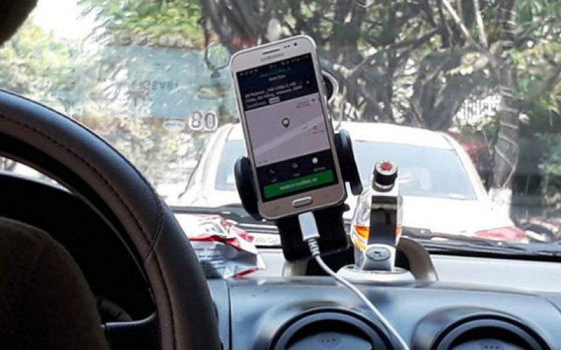 Hiệp hội taxi cả 3 miền kêu cứu Thủ tướng, đề nghị coi Uber, Grab như taxi