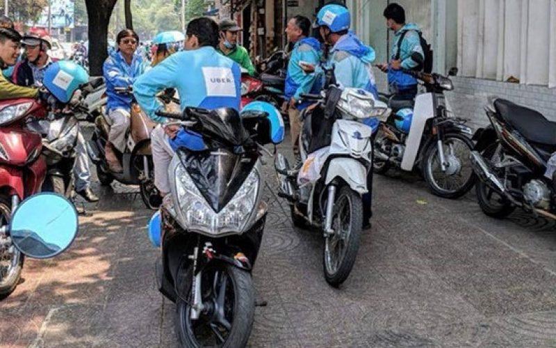 """Tài xế Uber ở Sài Gòn: """"Thu nhập giảm, chẳng ai nói gì với chúng tôi"""""""