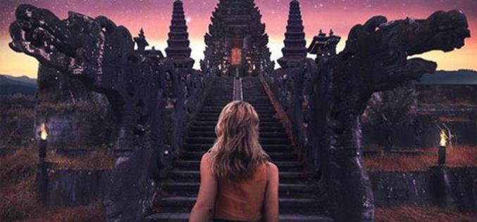 Blogger du lịch vật vã với những bức ảnh câu like