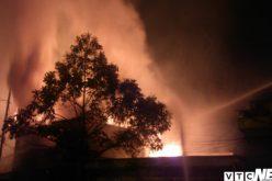 Cháy lớn 5 nhà liền kề chứa gỗ ở Hải Phòng