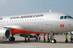 Máy bay phải dừng tránh người đi bộ ở Tân Sơn Nhất