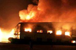 Xưởng gỗ 3.000m2 cháy nổ dữ dội suốt nhiều giờ