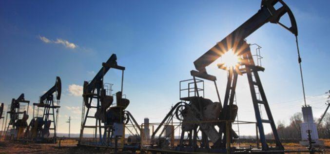 Tồn kho Mỹ bất ngờ giảm, giá dầu bật lên đỉnh 3 năm rưỡi