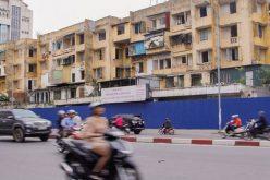 """Cảnh hoang tàn khu chung cư trên """"đất vàng"""" giữa Thủ đô"""