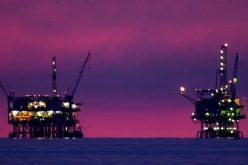 Giá dầu lùi khỏi đỉnh 3 năm rưỡi