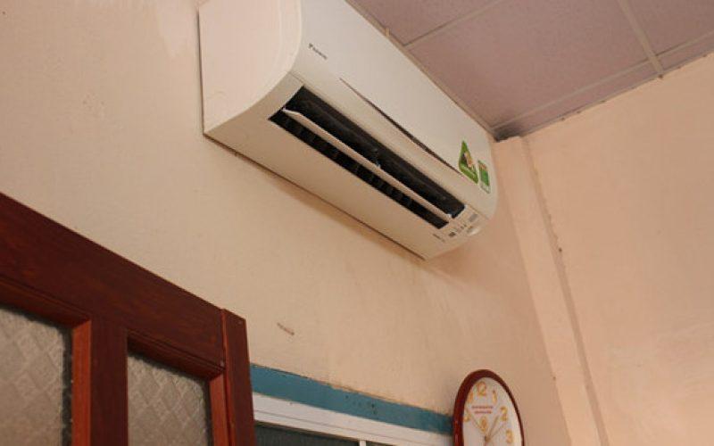 """Giá """"trên trời dưới đất"""", người Sài Gòn vẫn thuê máy lạnh mùa nóng"""