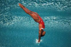 Làm sao để an toàn khi nhảy từ trên cao xuống bể bơi
