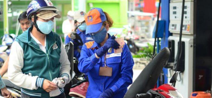 Nhiên liệu đồng loạt tăng giá, xăng RON95 vượt mốc 21.000 đồng/lít
