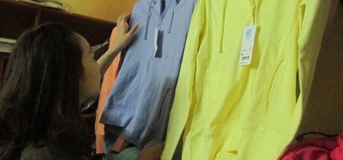 """Thị trường 24h: """"Đốt tiền"""" vì áo chống nắng """"thần thánh"""" được cho là chống tia UV"""