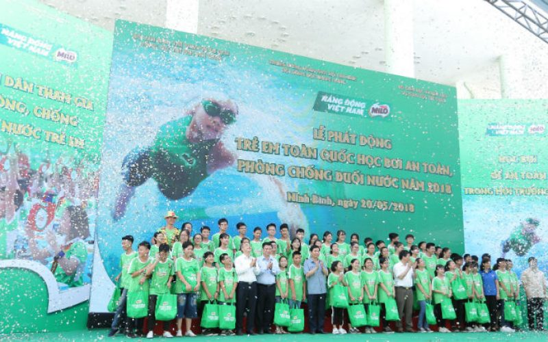 Trẻ em Việt Nam học bơi an toàn, chống đuối nước năm 2018