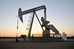 Giá dầu tiến sát đỉnh năm 2014 vì Iran, Venezuela