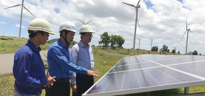 Nhà đầu tư đề xuất bổ sung hàng trăm dự án điện mặt trời