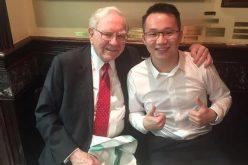 Doanh nhân Trung Quốc muốn vượt Warren Buffett bằng tiền ảo
