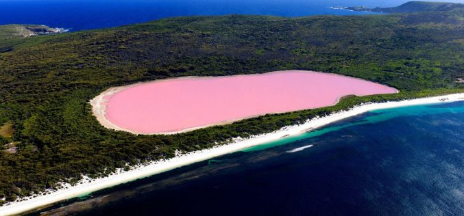 Những hồ nước có màu sắc tuyệt đẹp trên thế giới