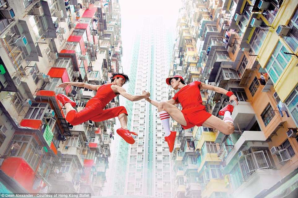 Hong Kong: Vu cong ballet 'bay' giua khong trung quang ba du lich hinh anh 3