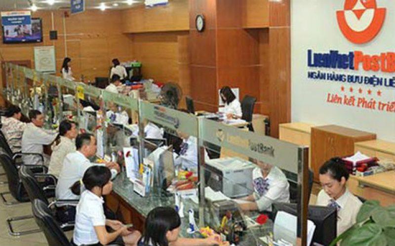 """Giá liên tục giảm, người nhà Phó Chủ tịch LienVietPostBank """"xả"""" hết cổ phiếu"""