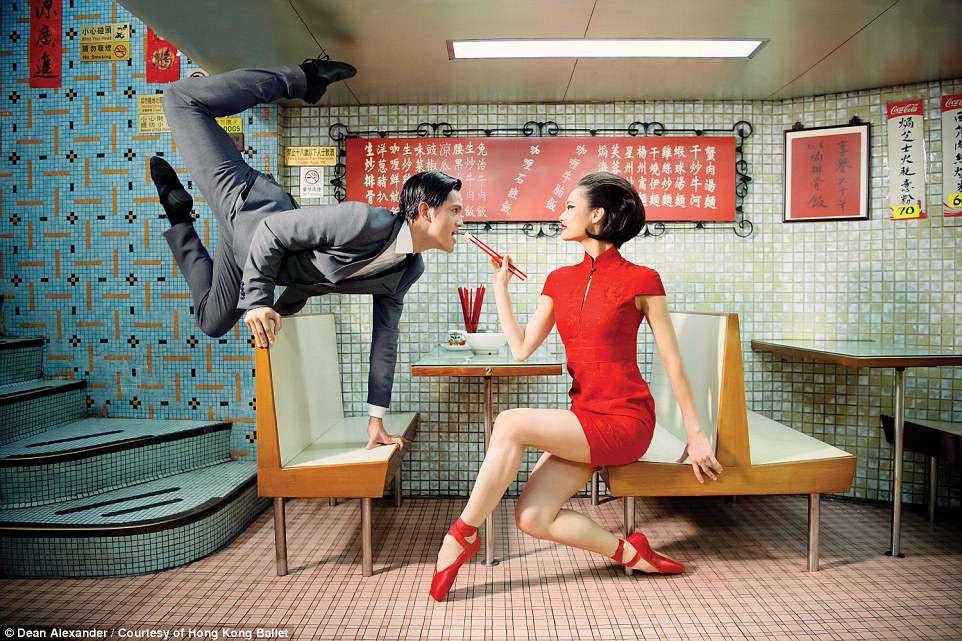 Hong Kong: Vu cong ballet 'bay' giua khong trung quang ba du lich hinh anh 8
