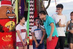 """Danh hài Tự Long lại khiến khán giả cười """"đau ruột"""" trong chương trình nghệ thuật do Trà Dr Thanh tổ chức"""