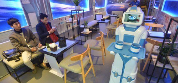 """Cà phê băng, robot, bò sát… và dấu chấm hỏi về tuổi thọ của những quán cà phê """"độc"""""""