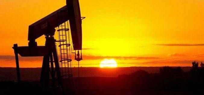 Giá dầu thô lao dốc, gây sức ép lên chứng khoán
