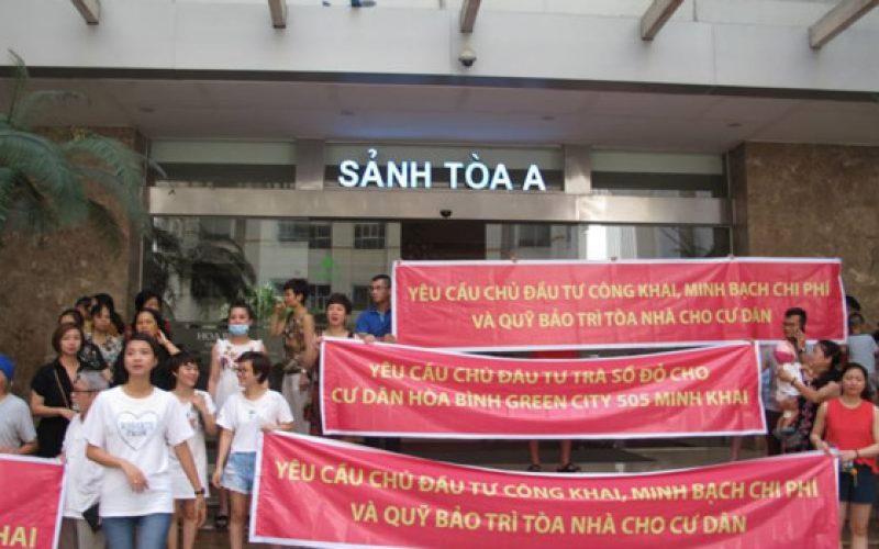 """Nỗi khổ của cư dân Hòa Bình Green City: Sổ đỏ bị """"om"""", chất lượng dịch vụ ngày càng xuống cấp"""