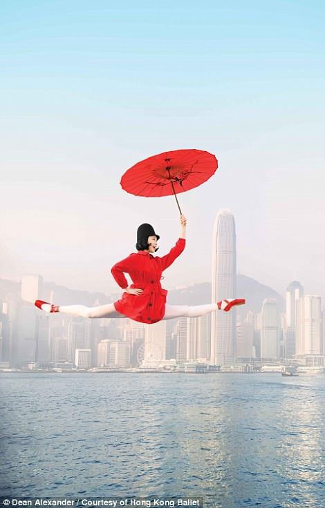 Hong Kong: Vu cong ballet 'bay' giua khong trung quang ba du lich hinh anh 4