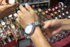 """Lật tẩy chiêu trò """"gian thương"""" bán đồng hồ giả, giá hàng hiệu"""