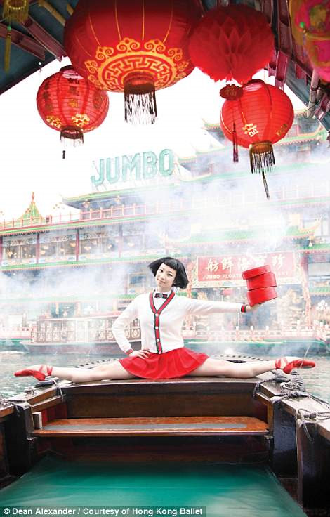 Hong Kong: Vu cong ballet 'bay' giua khong trung quang ba du lich hinh anh 5