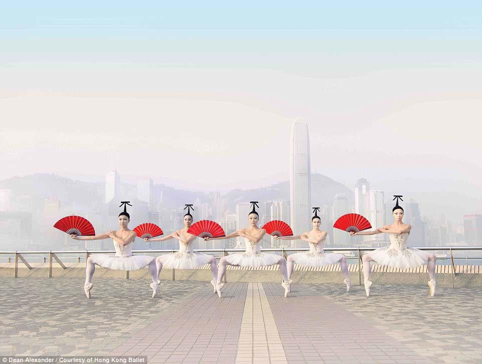 Hong Kong: Vu cong ballet 'bay' giua khong trung quang ba du lich hinh anh 2