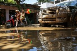 Lũ rút, hàng nghìn ngôi nhà ở Thanh Hoá ngập trong bùn
