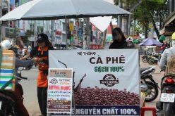 """Nở rộ cà phê xe đẩy """"sạch"""" trên vỉa hè Sài Gòn"""