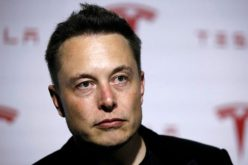 Elon Musk bị tố ra giá cổ phiếu cao chỉ để gây ấn tượng với bạn gái