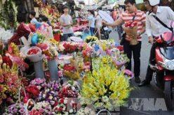 Thị trường quà tặng ngày Phụ nữ Việt Nam sôi động
